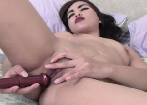 Latina Margarette gets off with her vibrator